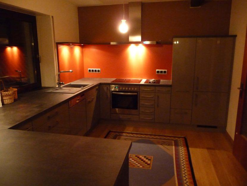 kücheneinrichtung-maßanfertigung-beleuchtung