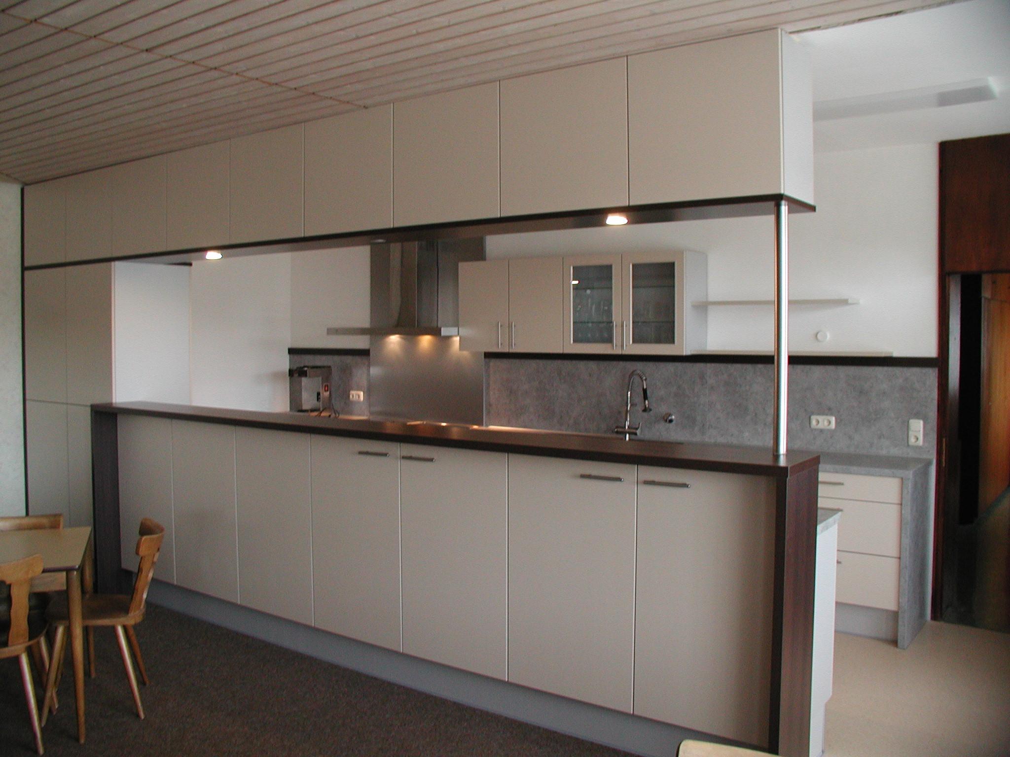 Küche mit Tresen beidseitig FFW