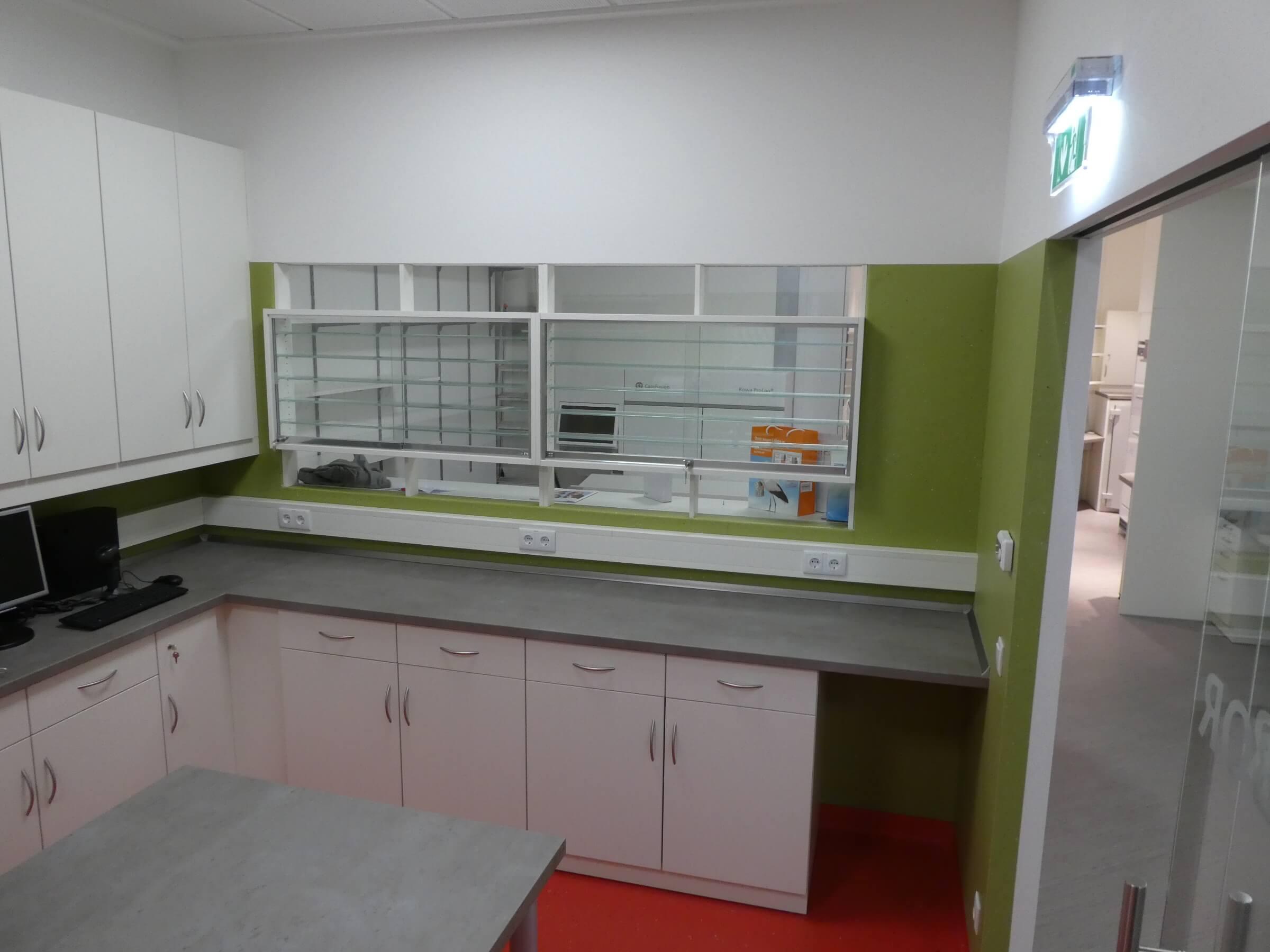 Labor Laboreinrichtung mit Vitrine